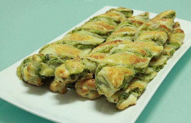 Ricetta Grissini Ripieni Con Pasta Sfoglia.Grissini Ripieni Ricetta Con Pasta Sfoglia Broccoli E Scamorza